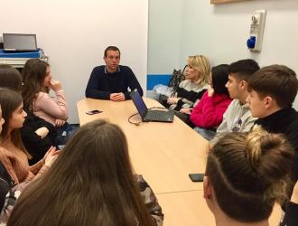 Studenti dell'IIS Fortunio Liceti di Rapallo in visita al reparto malattie infettive dell'Ospedale Galliera di Genova